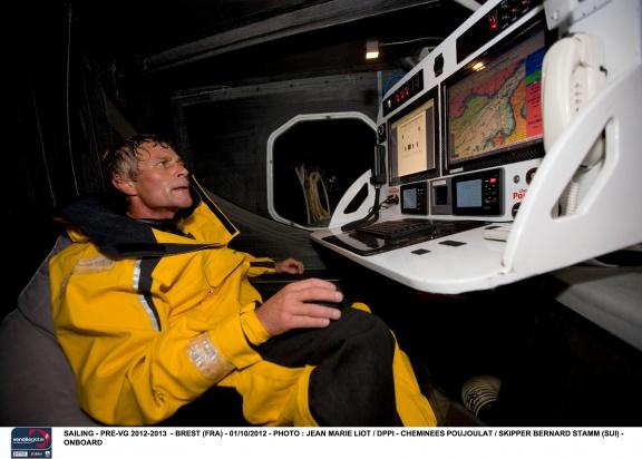 """""""Nie prosiłem o pomoc, wszystko co zrobiłem, zrobiłem w trosce o bezpieczeństwo jachtu"""" – mówi Bernard Stamm. / Fot. j.M. Liot / DPPI / Vendée Globe"""