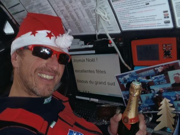 Nie wiem czemu, ale na bardzo wielu zdjęciach są żeglarze w towarzystwie szampana ...