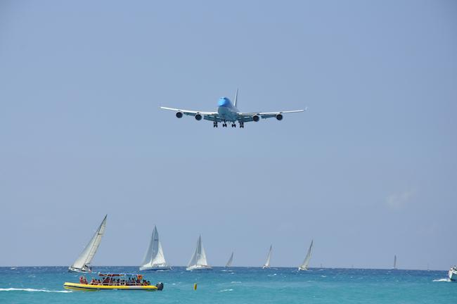 KLM nad jachtami ... / Fot. T. Bożyczko