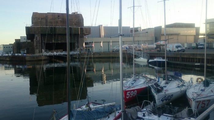 Na kei w Lorient. Wodowanie miało się odbyć tutaj, ale port już czeka na jachty floty Volvo Ocean Race i trzeba było jechać do Douarnenez. / Fot. R. Kowalczyk