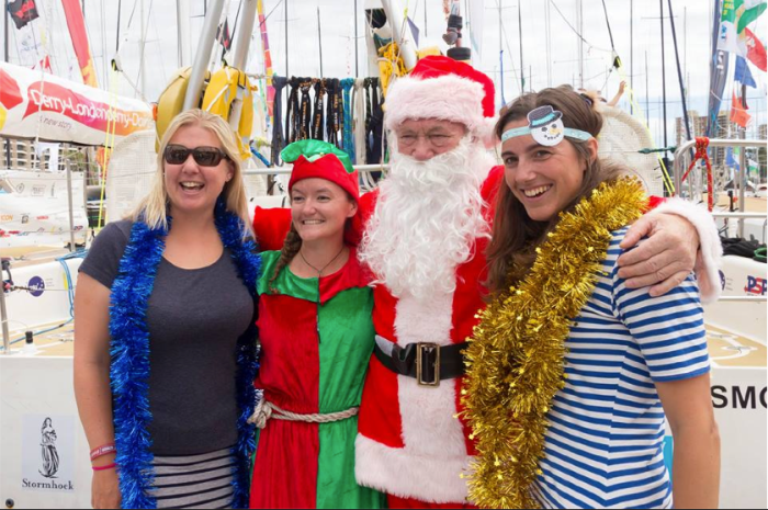 Rolex Sydney Hobart Yacht Race 2015 Santa visiting the Cruising Yacht Club of Australia. / Fot. ROLEX/Stefano Gattini via Clipper Round The World Race https://www.clipperroundtheworld.com/news/article/sir-santa-surprises-sydney-race-crew