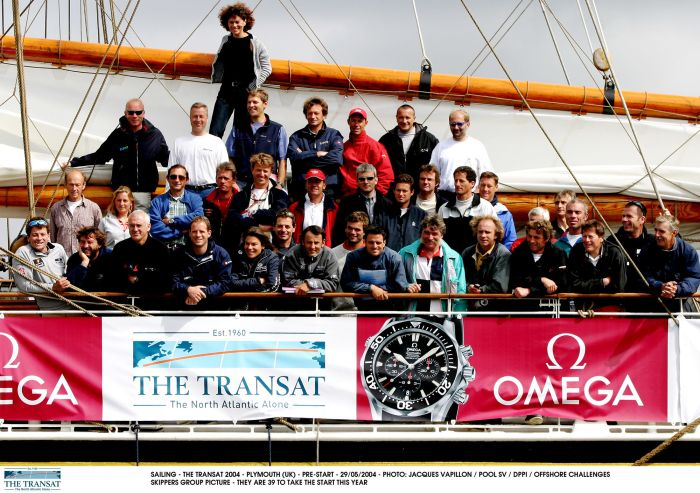THE TRANSAT 2004 - PLYMOUTH (UK); zawodnicy przed startem. Fot. J. VAPILLON / POOL SV / DPPI SKIPPERS GROUP PICTURE - THEY ARE 39 TO TAKE THE START THIS YEAR