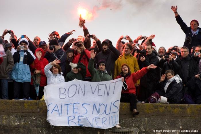 Kibice na starcie edycji 2012-2103. Słynny kanał portowy w Les Sables d'Olonne. / Fot. Mark LLOYD / DPPI / VENDEE GLOBE