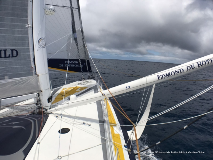 Photo sent from the boat Edmond de Rothschild, on November 26th, 2016 - Photo Sebastien Josse Photo envoyée depuis le bateau Edmond de Rothschild le 26 Novembre 2016 - Photo Sebastien Josse