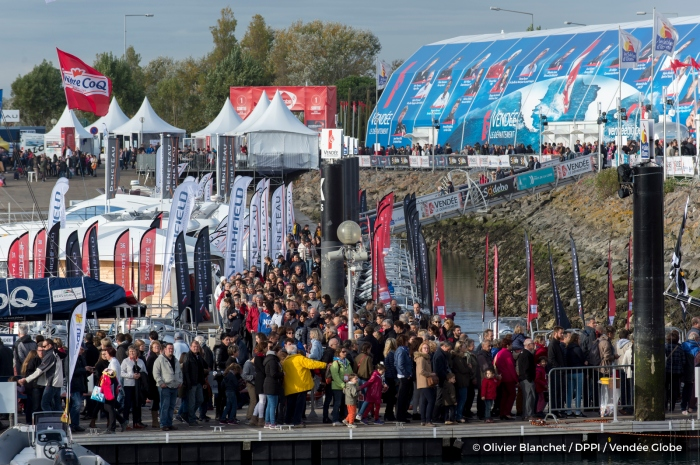 Illustration public on pontoons during prestart of the Vendee Globe, in Les Sables d'Olonne, France, on October 23rd, 2016 - Photo Olivier Blanchet / DPPI / Vendee Globe Illustration du public sur les pontons du Vendée Globe e 23 Octobre 2016 - Photo Olivier Blanchet / DPPI / Vendée Globe