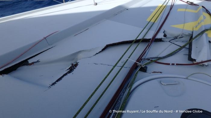 Photo sent from the boat Le Souffle du Nord, on December 19th, 2016 - Photo Thomas Ruyant Photo envoyée depuis le bateau Le Souffle du Nord le 19 Décembre 2016 - Photo Thomas Ruyant OFNI 4